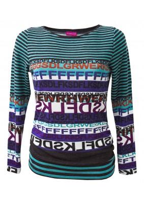 Pruhovaný svetr s písmeny
