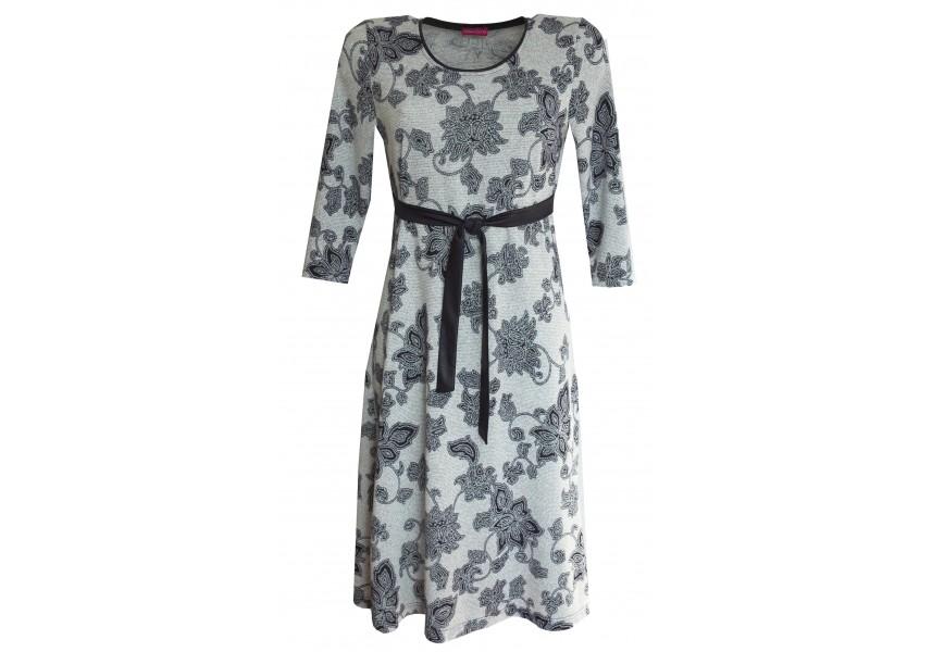 Teplejší šaty s modrým páskem
