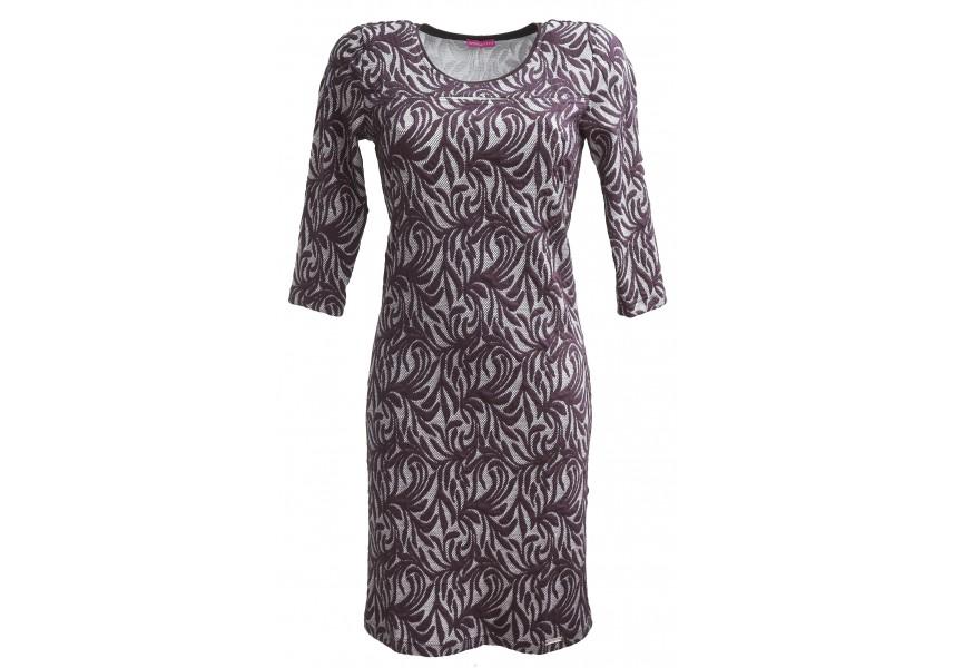 Šaty s prostřihem na prsou