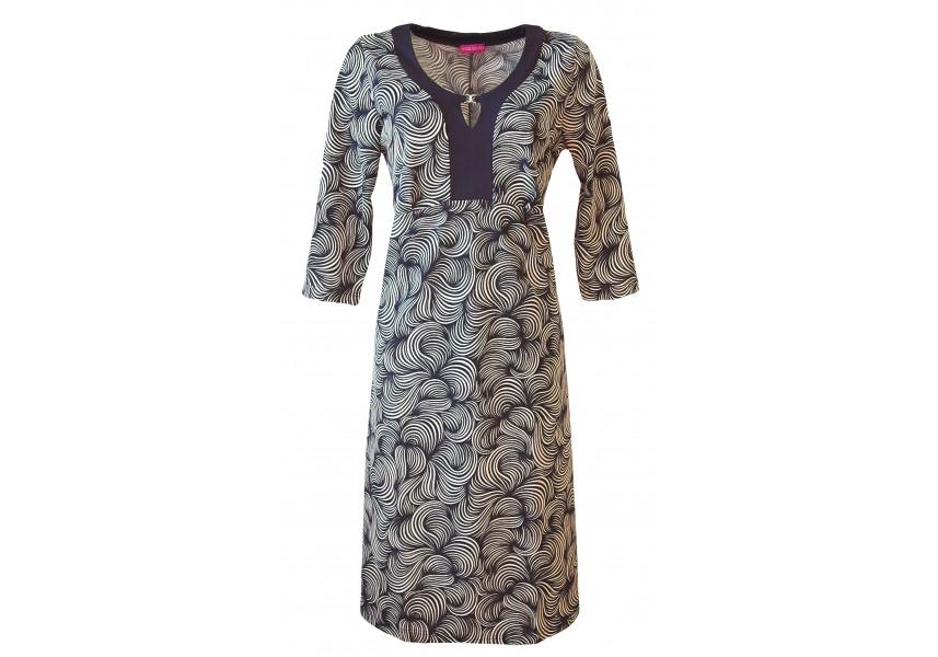 Rozšířené šaty s ozdobou