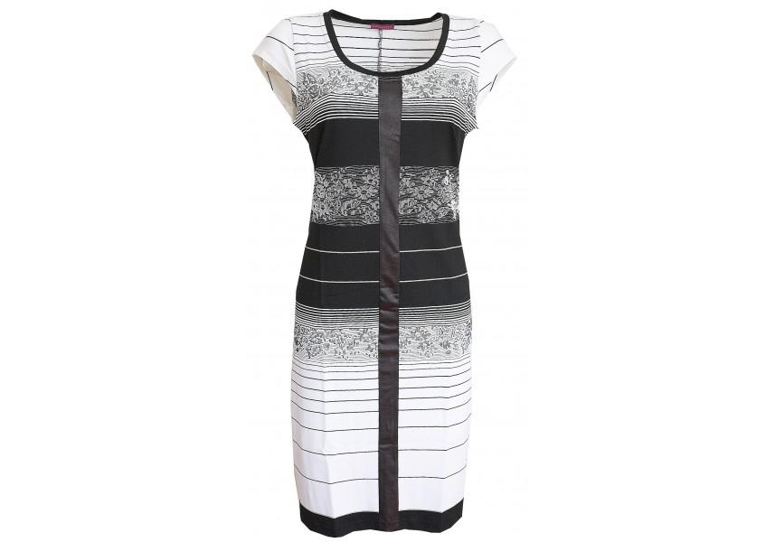 Černo-bílé šaty s pruhy