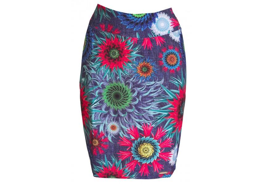 Úzká sukně s výrazným vzorem