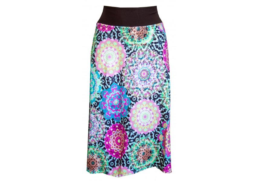 Barevná sukně pod kolena