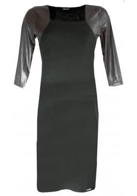 Černé šaty zdobené  umělou kůží
