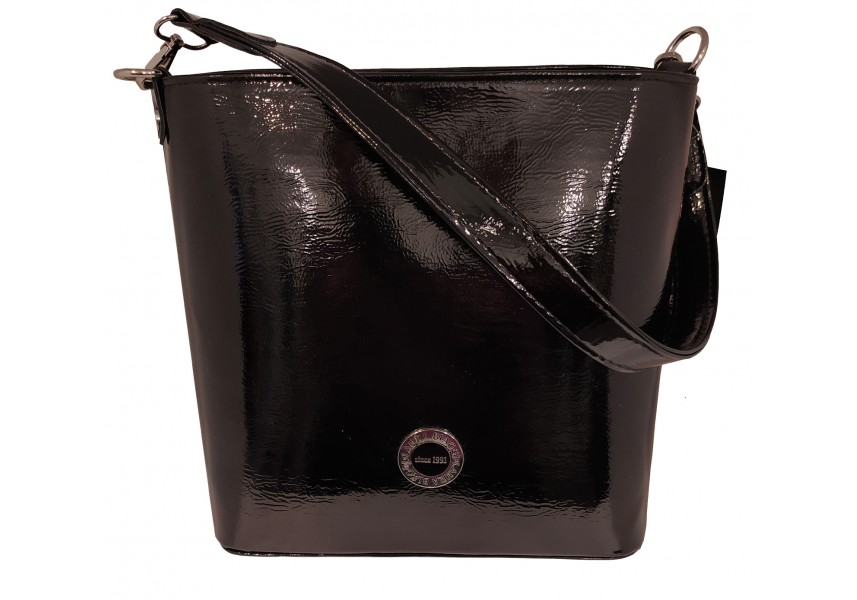 Lesklá černá kabelka