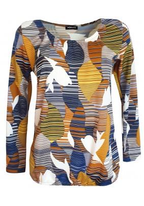 Slabý volný svetřík v módních barvách
