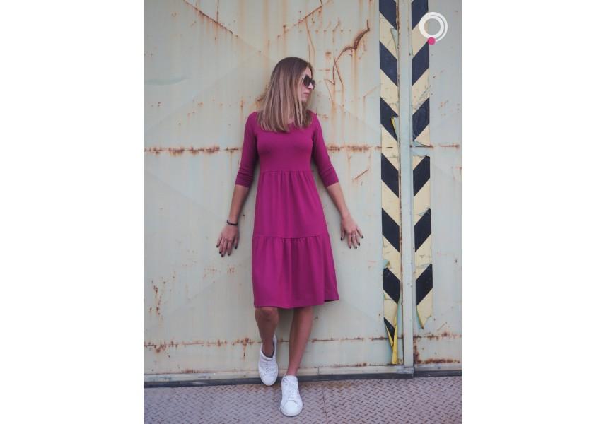 Kanýrové šaty ve fuchsiové barvě